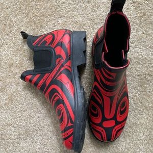 Red and Black Tribal Design Short Rain Boots